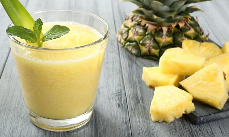 jugo de piña, naranja y guayaba
