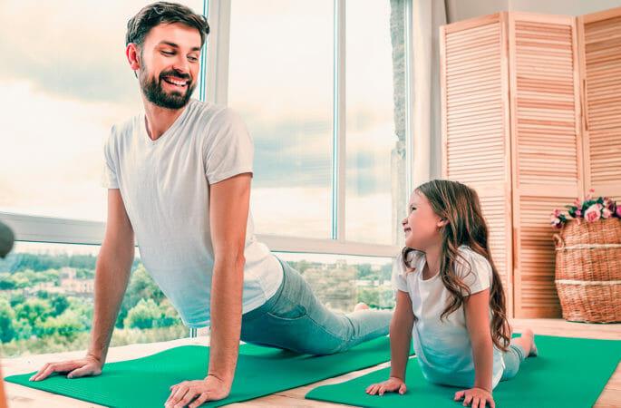 ejercicios físicos para padres en casa