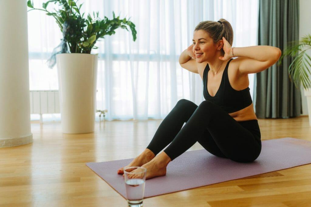 la grasa en el cuerpo de las mujeres se acumula en el abdomen, caderas y muslos