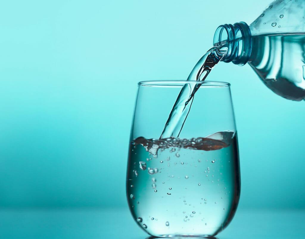 tomar agua natural previene enfermedades